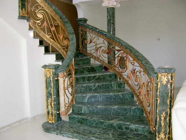 Лестницы из камня: натуральный и искусственный, каменные ступени, внутренняя облицовка и отделка металлической