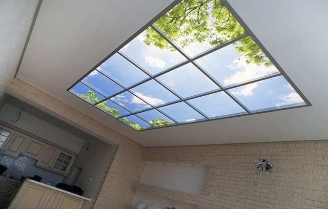 Стеклянный потолок: с подсветкой, фото, с жидкого и оргстекла, из матового стекла светящийся