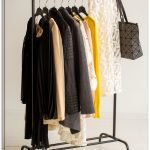 Кованые вешалки в прихожую: металлической фото, настенные и напольные, для одежды банкетка, параметры угловой