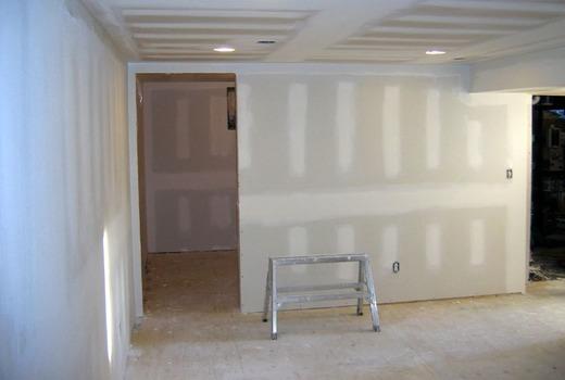 Как приклеить гипсокартон к стене: на клей как правильно, можно ли монтаж к бетонной, ГКЛ к газобетону, расход