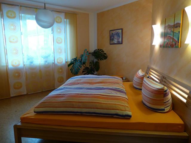 Люстра в спальню: для интерьера, фото в современном стиле, маленькая без освещения, комплект без бра, выбор