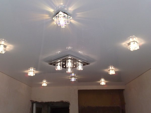 Навесные потолки для зала фото: подвесные двухуровневые потолки в квартире, дизайн