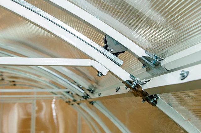Теплицы с открывающейся крышей: парник с открывающимся верхом, откидная своими руками, открытая Умница