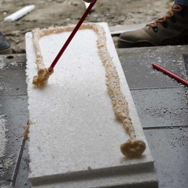 Клеим потолок пенопластом: чем к бетону, видео поклейки в гараже, монтаж своими руками, какой клей выбрать