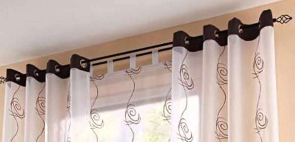 Оформление окна в гостиной в современном стиле: фото стен, идеи для декора комнаты