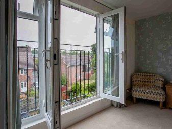 Пластиковые двери на балкон: балконный стеклопакет и ширина металлопластика, полностью за стеклом, размер