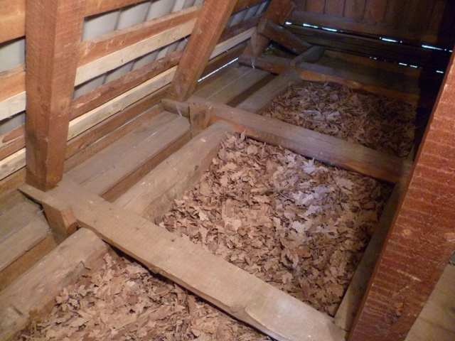 Утеплить потолок в деревянном доме: своими руками, чем утеплять и как правильно, в частном доме и снаружи, схема и видео