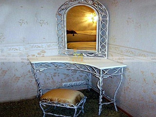 Консоль в прихожую: столики и фото, белая угловая и узкая подвесная, ковка в интерьере