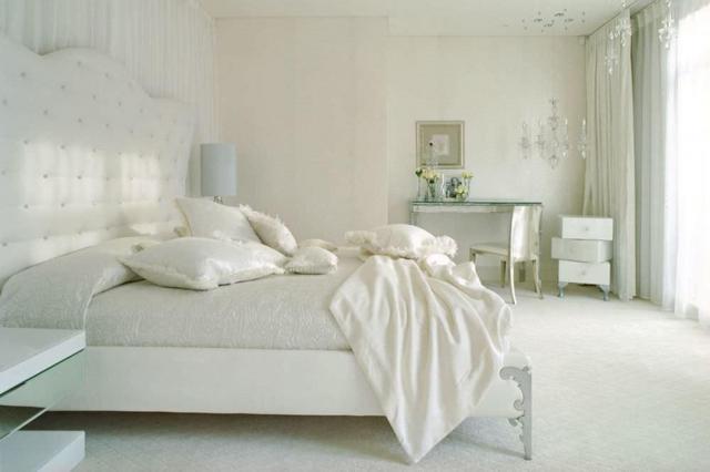 Белые обои: светлые стены в интерьере, фото мебели, какой фон подойдет для комнаты, пол под ламинат