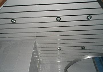 Реечный подвесной потолок в ванную: для ванной своими руками, видео монтажа