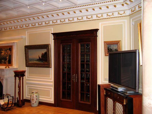 Что делать если дверь гостиной напротив окна: дизайн интерьера, фото двойных и тройных, проходные 2 проема