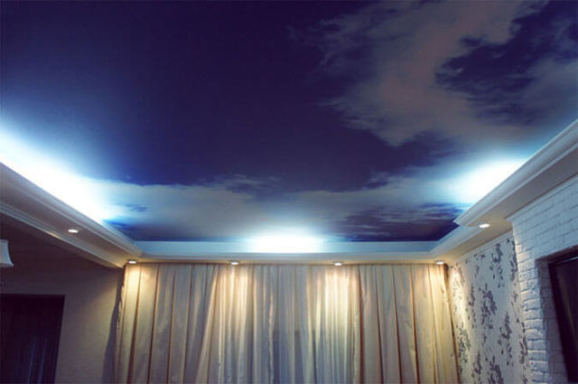 Натяжные потолки ПВХ: пленка в рулонах и ее преимущества, температура при монтаже и установке, пластиковые вставки на рынке, срок службы панелей, фото