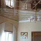 Зеркальные потолки: материалы, фото, виды плитки, панели в спальне, светильники