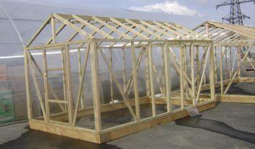 Установка теплицы из поликарбоната на брус видео: фундамент своими руками, как установить и сделать деревянный