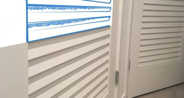 Мебель для гардеробной: оборудование, как обустроить комнату, комплектующие освещения, фурнитура, фото изготовления скамьи, вентиляция без окна, комплекс