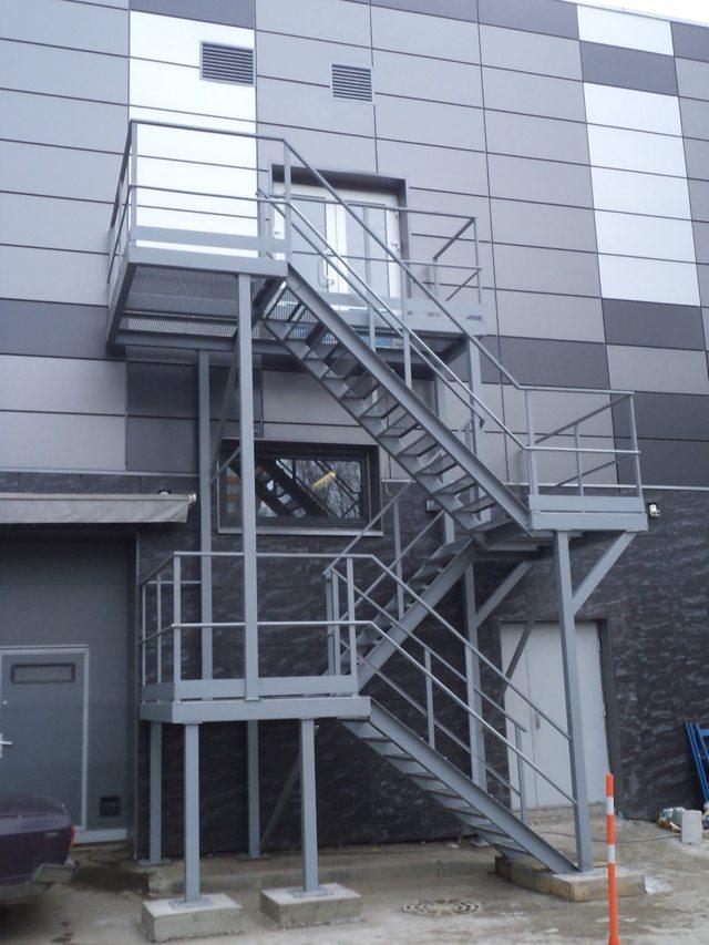 Наружные лестницы: требования, в доме монтаж на второй этаж, фото и СП, проект внешнего фасада своими руками