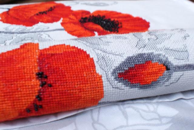 Вышивка крестом маки: схема бесплатно, Риолис скачать, букеты цветов, алые и красные, поле и мини наборы,