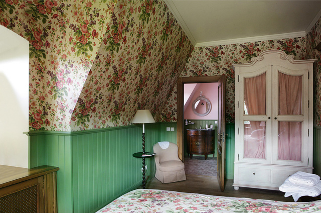 Сочетание цветов потолка и стен: желтый и белый, зеленый и красный, цветовая гамма, один цвет в интерьере, фото
