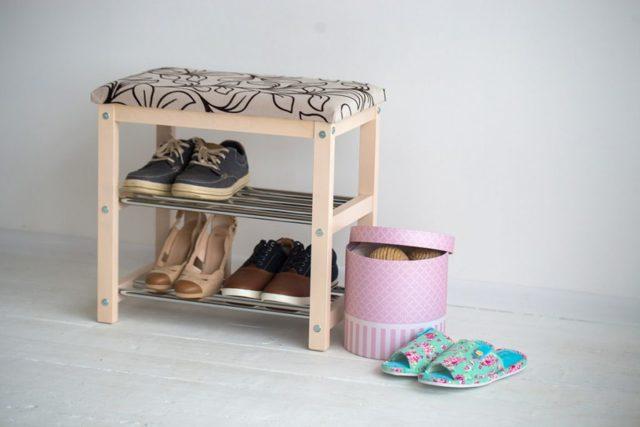 Банкетка в прихожей: фото мягкого пуфа, коридор с ящиком, кованая для хранения, узкая с полками, белая Икеа