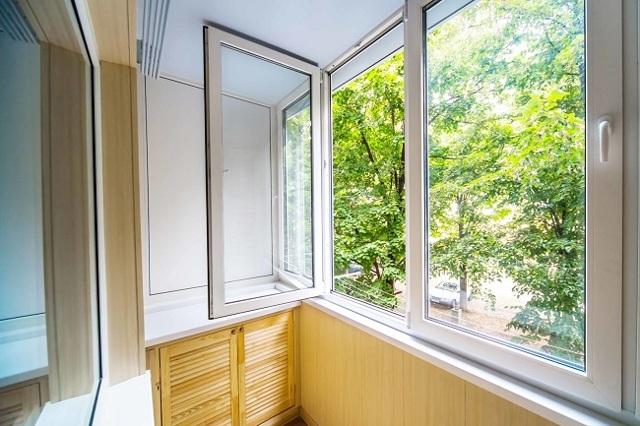Алюминиевые окна на балкон: раздвижные фото и установка лоджий, распашные балконные рамы и профиля монтаж