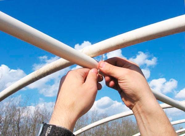 Теплица своими руками из пластиковых труб: парник из поликарбоната сделать, полиэтиленовый чертеж, фото и видео