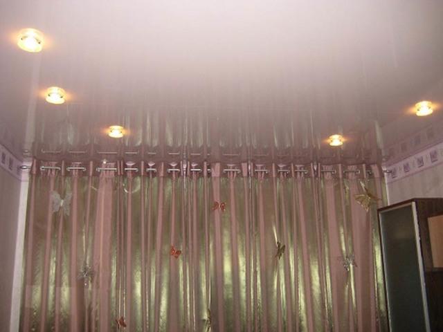 Потолочный карниз для натяжных потолков фото: как крепить скрытый, ниша для штор, какие гардины лучше