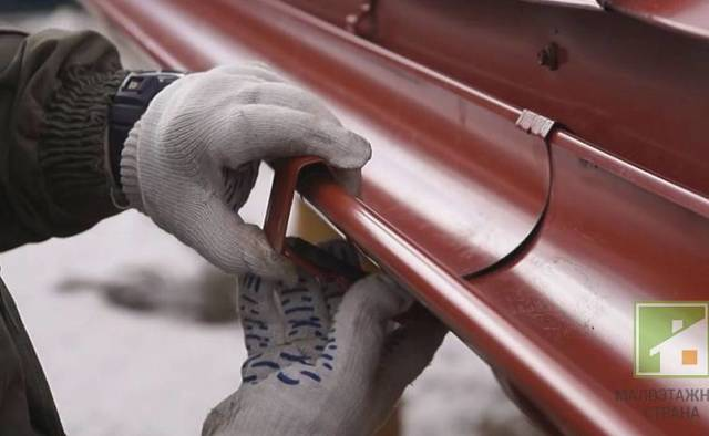 Водостоки пластиковые для крыши монтаж своими руками: водосточная система, правильная технология, установить желоб
