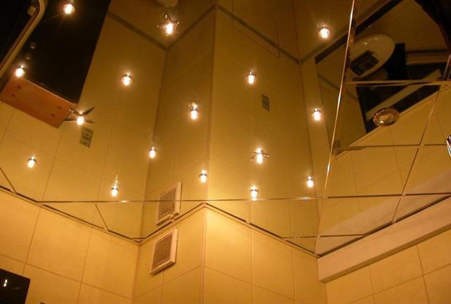 Зеркальные потолки в ванной: фото в комнате, отзывы о сатинированном, видео монтажа и демонтажа своими руками