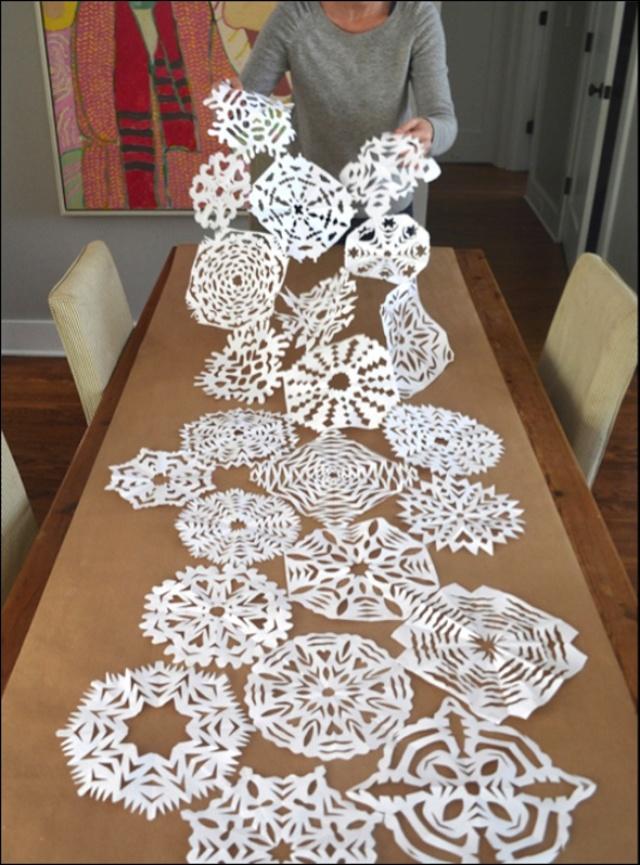 Украшение зала: фото своими руками, как оформить, зимнее и осеннее дома, помпоны и ромашки, можно цифрами