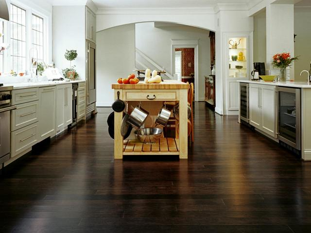 Современные полы на кухне: дизайн комбинированных, плинтус, цвет черно-белый, темный венге и серый