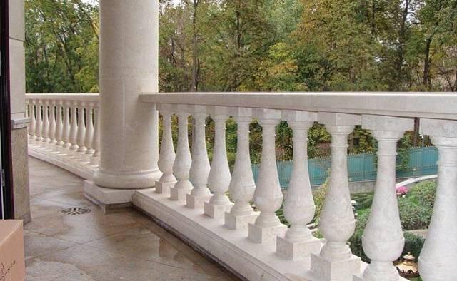 Балконные ограждения: перила из металла, фото из нержавеющей стали, деревянные стекла в частном доме