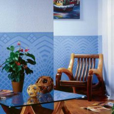 Покраска обоев: как в два цвета, фото стен, какие можно, жидкие чем, обычная краска, клеит на окрашенные