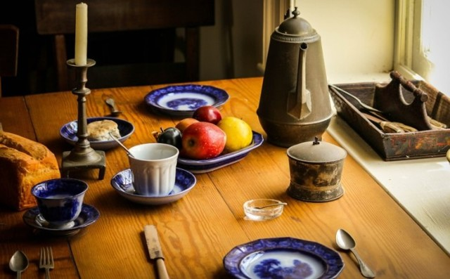 Гостиная в стиле кантри: интерьер и фото, прованс и дизайн, бордовая кухня в зале, мебель в хрущевке