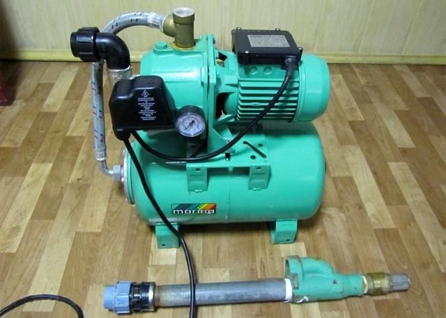 Принцип работы насосной станции: устройство с гидроаккумулятором, эжектор, бак для водоснабжения дачи и дома, накопительного
