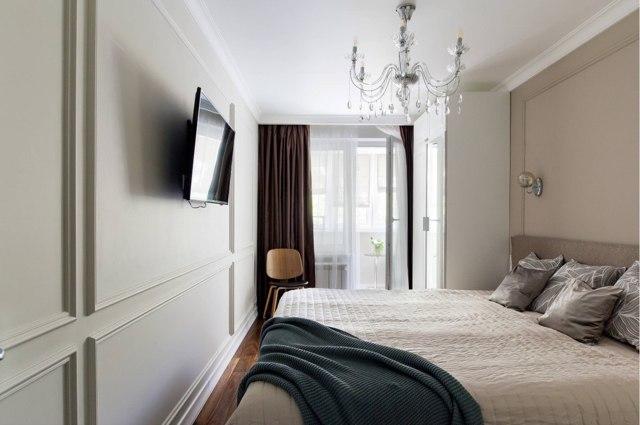 Дизайн потолка в спальне: фото комнаты со скошенным, идеи для интерьера, 12 ка. м., и высокие потолки, маленькая с красным