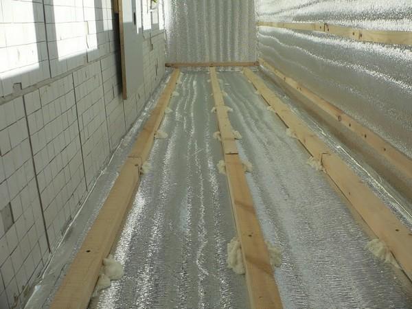 Как избавиться от конденсата на балконе: как правильно сделать вентиляцию своими руками, если потеют окна на лоджии