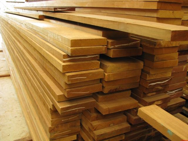 Чем подшить потолок по деревянным балкам: черновой потолок, фото, своими руками декоративные, видео с оформлением интерьера