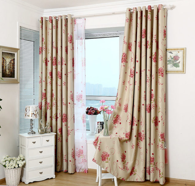 Шторы на маленькие окна: в деревянном доме, фото занавесок в баню, оформление узких деревенских окон, фотогалерея