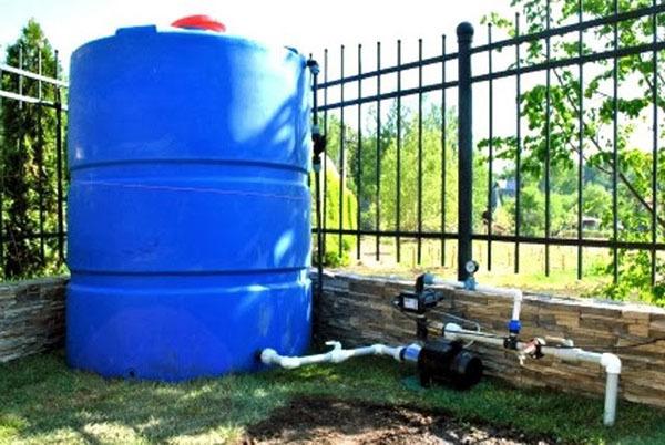 Насос для полива из бочки: огорода, для подачи воды, садовая емкость, капельного, заготовили 200 ведер для колодца, маленький погружной