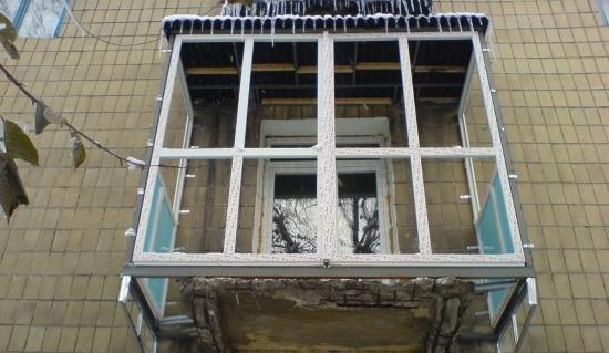 Панорамное остекление балкона: утепление лоджии и как утеплить окна, витражный дизайн и фото, двери и пол