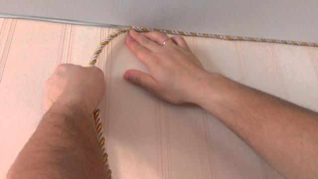 Установка ленты на натяжные потолки: маскировочная и декоративная, фото монтажа и крепления, производители