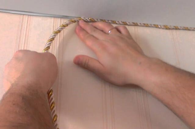 Вставка для натяжных потолков: декоративные и пластиковые, фото как вставить резиновую, виды на видео, стеновая и Т-образная