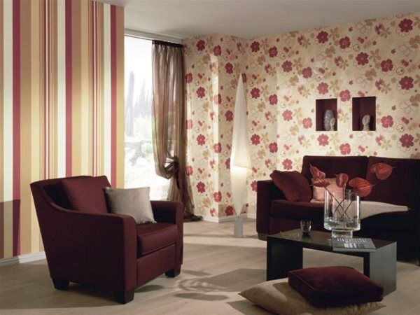 Обои в зал фото в интерьере: дизайн в квартире, красивая поклейка в хрущевке, наклейки на стену в доме