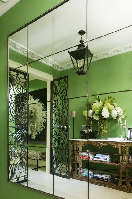 Обои в интерьере: фото для стен квартиры, с кругами в комнате, с вензелями, фотопечать леопардовых, салатовые