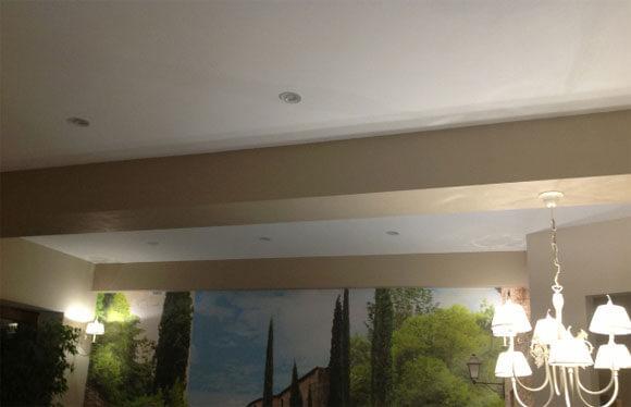 Декоративные балки на потолок: как украсить своими руками, фото как обыграть и смонтировать, как крепить и оформлять, как закрыть из полиуретана и как задекорировать