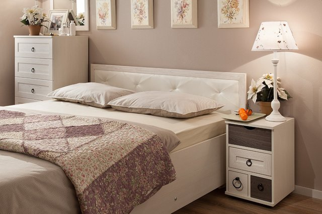 Как должна стоять кровать в спальне: правильно поставить, как нельзя, расположение у окна, дизайн и фото