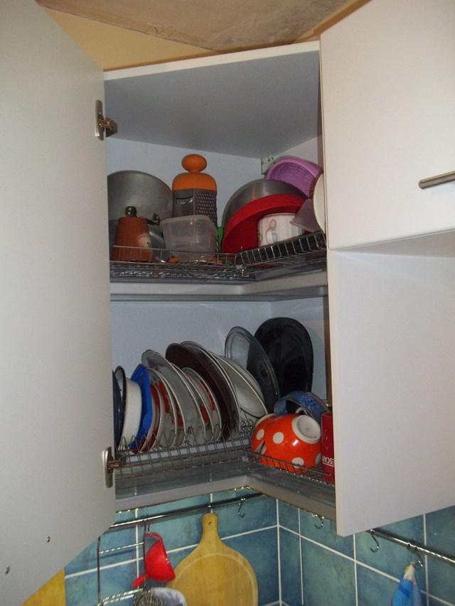 Буфет для посуды в гостиную: фото углового шкафа, витрина классическая, комоды и мебель, красивая тумба современная