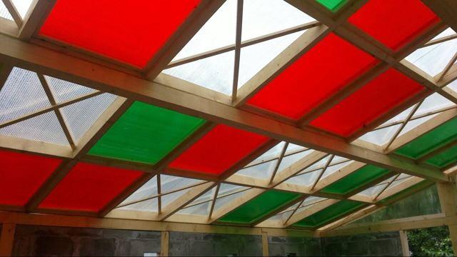 Теплица стекло или поликарбонат: лучше стеклянный парник, остекление и замена