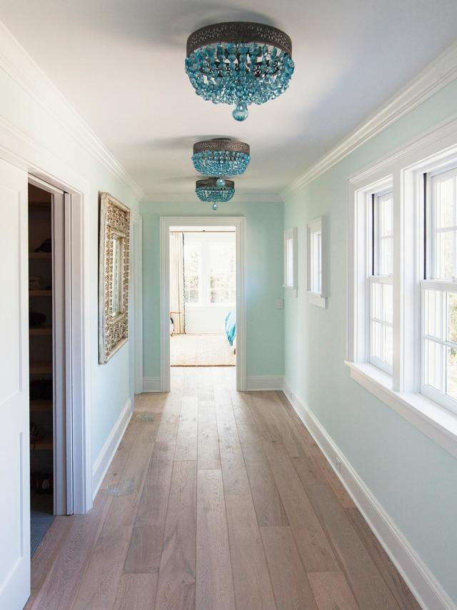 Люстры в коридор: в прихожую, фото в интерьере, как выбрать для маленькой, настенная