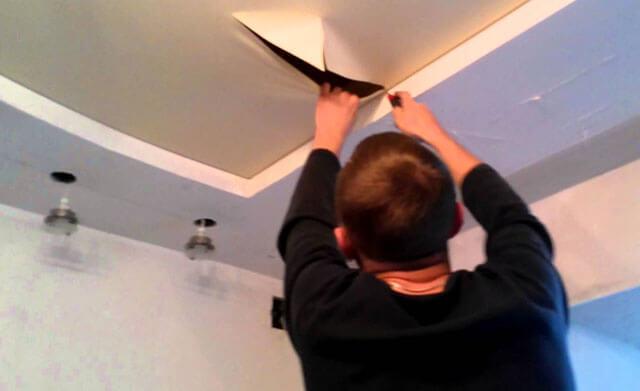 Как заклеить натяжной потолок после пореза своими руками
